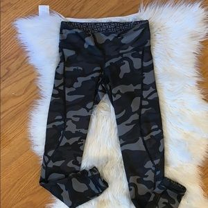 Vineyard Vines Reversible Camo Leggings